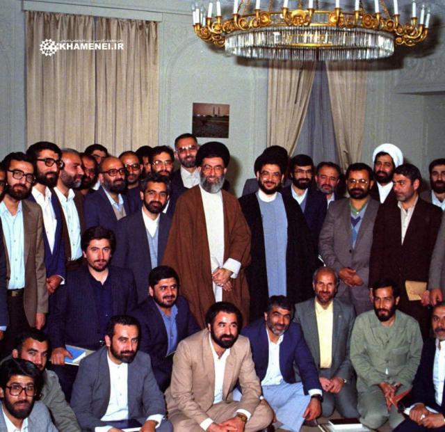 تصویری منتشرنشده از حجتالاسلام سید علیاکبر محتشمیپور در کنار مقام معظم رهبری