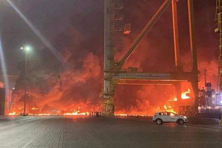 انفجار یک کشتی در بندر جبل علی دوبی