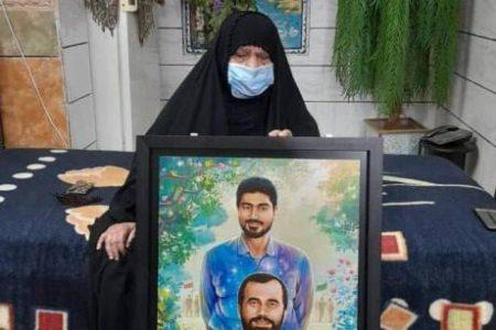 تابلوی «در آغوش بهشت»، بدست مادر سردار شهید علی هاشمی در اهواز رونمایی شد