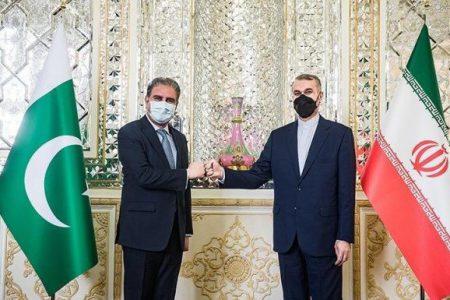 دعوت امیرعبداللهیان از همتای پاکستانی خود برای شرکت در نشست تهران